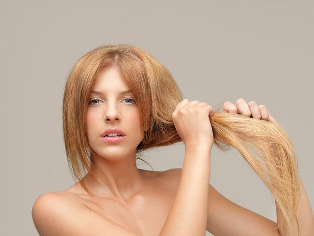 8 motive pentru care părul tău este uscat şi aspru