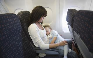 De ce plâng bebelușii în avion?
