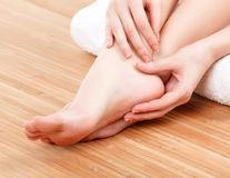 Cum să ai palme și tălpi fine folosind remedii naturale