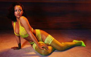 """Rihanna, apariție strălucitoare într-o ținută care """"îți ia ochii"""" - FOTO"""
