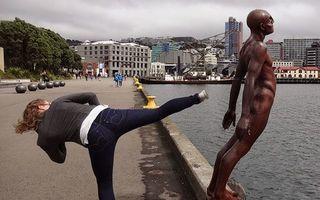 Distracţie cu statuile: 16 fotografii extrem de amuzante