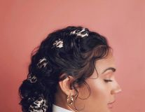 20 de coafuri împletite pentru părul creț