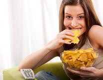 Sunt mai sănătoase chipsurile din legume decât cele din cartofi?