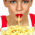 Ar trebui să tai spaghetele prea lungi înainte de a le mânca?