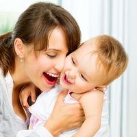 Studiu: cu cat iți imbrațisezi mai des copiii, cu atat vor fi mai inteligenți
