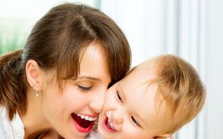 Studiu: cu cât îți îmbrățișezi mai des copiii, cu atât vor fi mai inteligenți
