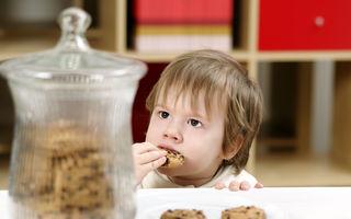 Este o idee bună să lași copilul să se servească singur când vrea o gustare?