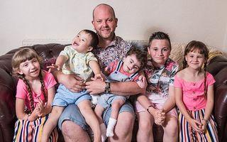 """Cum a înfiat un bărbat necăsătorit cinci copii cu dizabilități: """"Credeam că n-am nicio șansă, fiindcă sunt singur"""""""