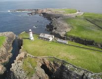 Locul perfect în care să fugi de lume: Insula cu far din Irlanda, de vânzare pentru 75.000 de euro - FOTO