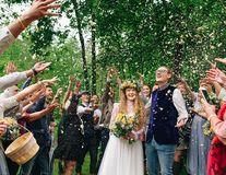 Nunta verde: Ceremonia eco-șic pe care un cuplu a organizat-o în pădure cu un buget redus și meniu vegan