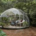 Amazon vinde un iglu de grădină: Este refugiul ideal în zilele de vară