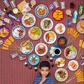 25 de copii din întreaga lume fotografiaţi cu ceea ce mănâncă într-o săptămână