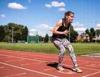 """Femeia care aleargă cu spatele: """"Bărbații mă hărțuiesc mai puțin decât atunci când alergam normal"""""""