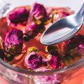 Ceaiul de trandafiri: 5 efecte utile pentru slăbire
