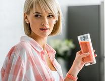 6 semne că bei prea multe calorii lichide