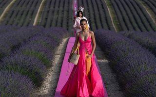 Un show de modă cum nu s-a mai văzut: Jacquemus și-a prezentat noua colecție într-un câmp de lavandă