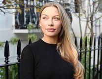 """Școala de agățat. Bloggerița care le învață pe femei cum să cucerească un milionar: """"Refuz să mă întâlnesc cu bărbați săraci"""""""