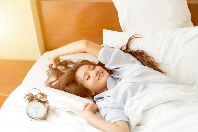 Îți este prea lene să te dai jos din pat dimineața? Ar putea fi un semn de inteligență!