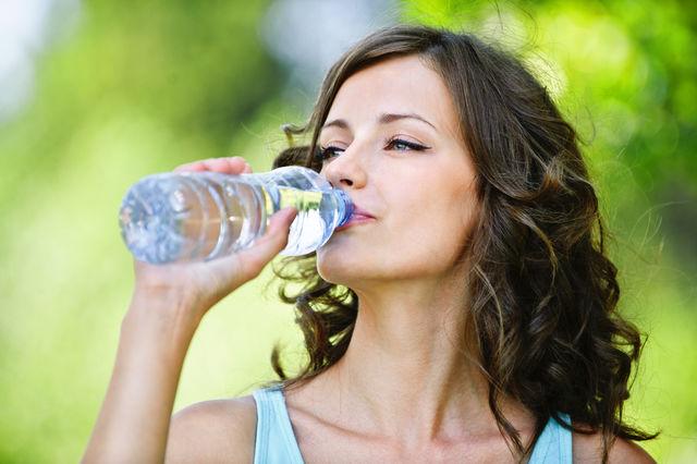 9 simptome ale deshidratării, în afară de sete