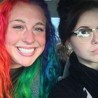 Cele doua surori care au cucerit Twitter-ul. Au aceleasi gene, dar sunt complet diferite!