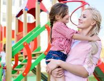 Studiu. Vârsta mamei la prima naștere influențează inteligența copilului