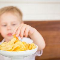 Care sunt cele mai sarate alimente din meniul copilului tau si cum sa reduci riscurile