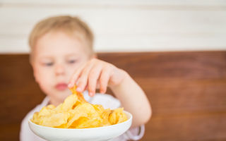Care sunt cele mai sărate alimente din meniul copilului tău și cum să reduci riscurile