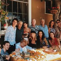 Michael Douglas si Catherine Zeta-Jones, la masa in familie: Imagini de colecție cu cele 4 generații ale clanului