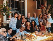 """Michael Douglas și Catherine Zeta-Jones, la masă în familie: Imagini de colecție cu cele 4 generații ale """"clanului"""""""