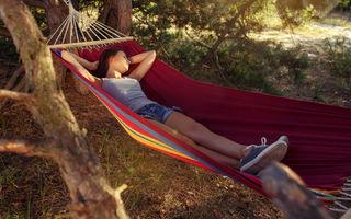6 beneficii ale dormitului în aer liber
