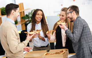 5 motive pentru care te îngrași la birou