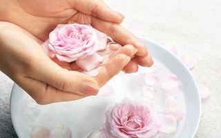 De ce să folosești apa de trandafiri pentru a-ți îngriji părul? 3 rețete utile