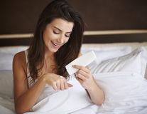 Ce este crema cu uree și cum te ajută să tratezi pielea uscată