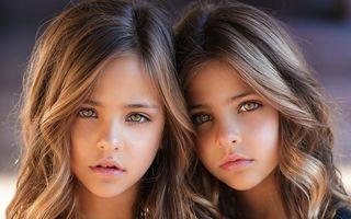 Cum arată cele mai frumoase gemene din lume. Au 9 ani și au cucerit lumea modei!
