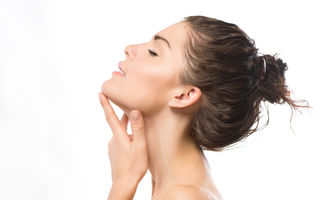 Cum să folosești glicerina pentru a-ți îngriji tenul