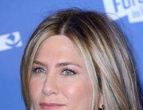 Jennifer Aniston, criticată de fani pentru imaginea photoshopată de pe coperta revistei InStyle
