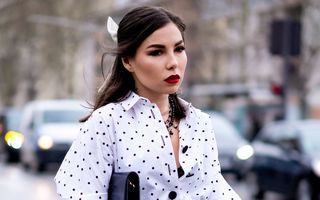 7 ținute minimaliste cu haine pe care le ai deja