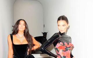 Kim Kardashian și Kendall Jenner s-au făcut de râs la premiile Emmy. Declarația lor a stârnit hohote în sală