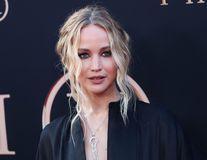 Jennifer Lawrence și-a făcut lista de cadouri pentru nuntă: Vedeta vrea espressor de 750 de dolari și bicicletă de 2.000 de dolari