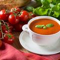 Te-ai plictisit de supa de roșii? 3 variante cu ingrediente diferite de combinația clasică