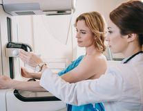 Studiu: Imunoterapia poate reduce riscul de recidivă al cancerului la sân