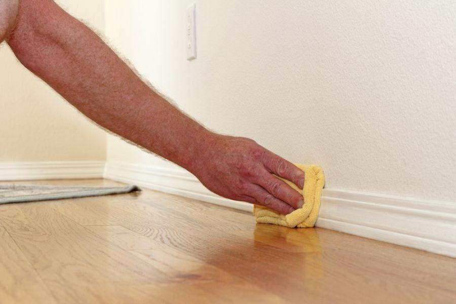 Cum se curăță pereții dați cu vopsea lavabilă fără efort