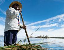 """Titicaca, """"marea"""" incașilor: Lumea simplă a urmașilor amerindienilor, văzută de o fotografă din România"""