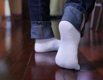 Cum albești șosetele fără clor. Trucul simplu la îndemana oricui