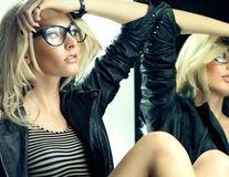 Porți ochelari? 7 soluții pentru a preveni acneea