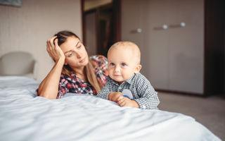 """Ce este """"depresia mamelor casnice"""" și cum poate fi combătută"""