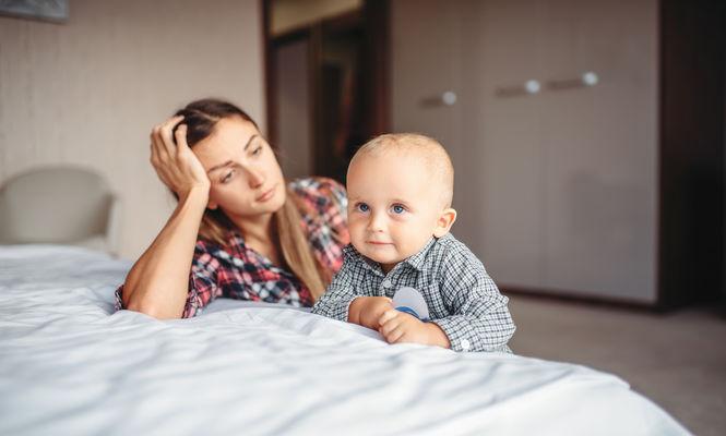 """Ce este """"depresia mamelor casnice"""" si cum poate fi combatuta"""