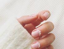 Manichiurile cu perle, trendul elegant al momentului pe care trebuie să-l încerci