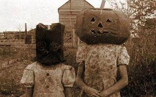 Cum arătau costumele de Halloween în urmă cu 100 de ani: Oamenii se priceau să fie bizari