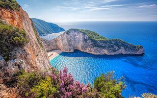 Nisip fin, valuri cristaline și culori unice: descoperă cele mai frumoase plaje din Grecia